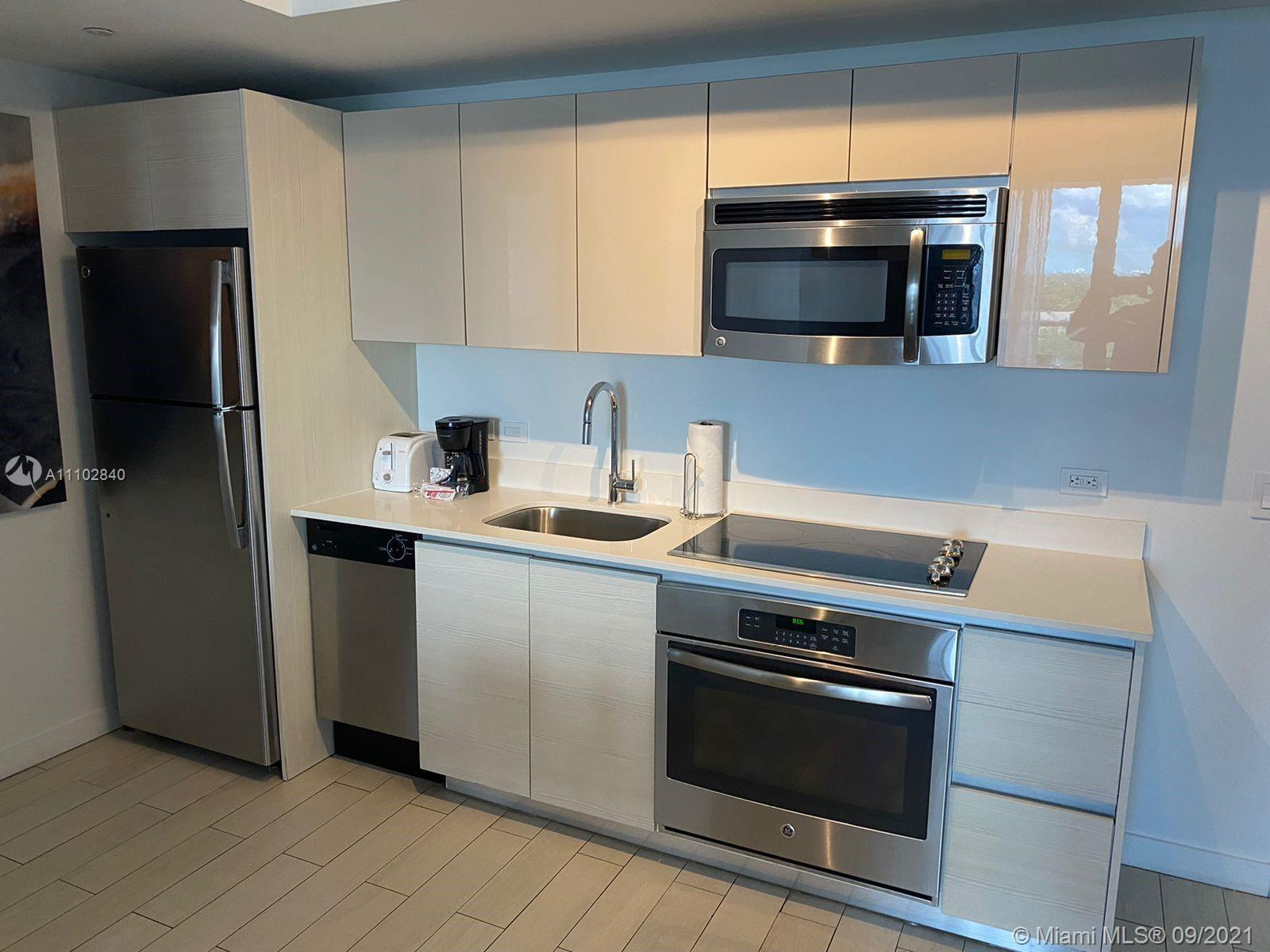Beautiful apartment in the heart of Hallandale Beach. 2 bedrooms and 2 full baths. It is perfect for