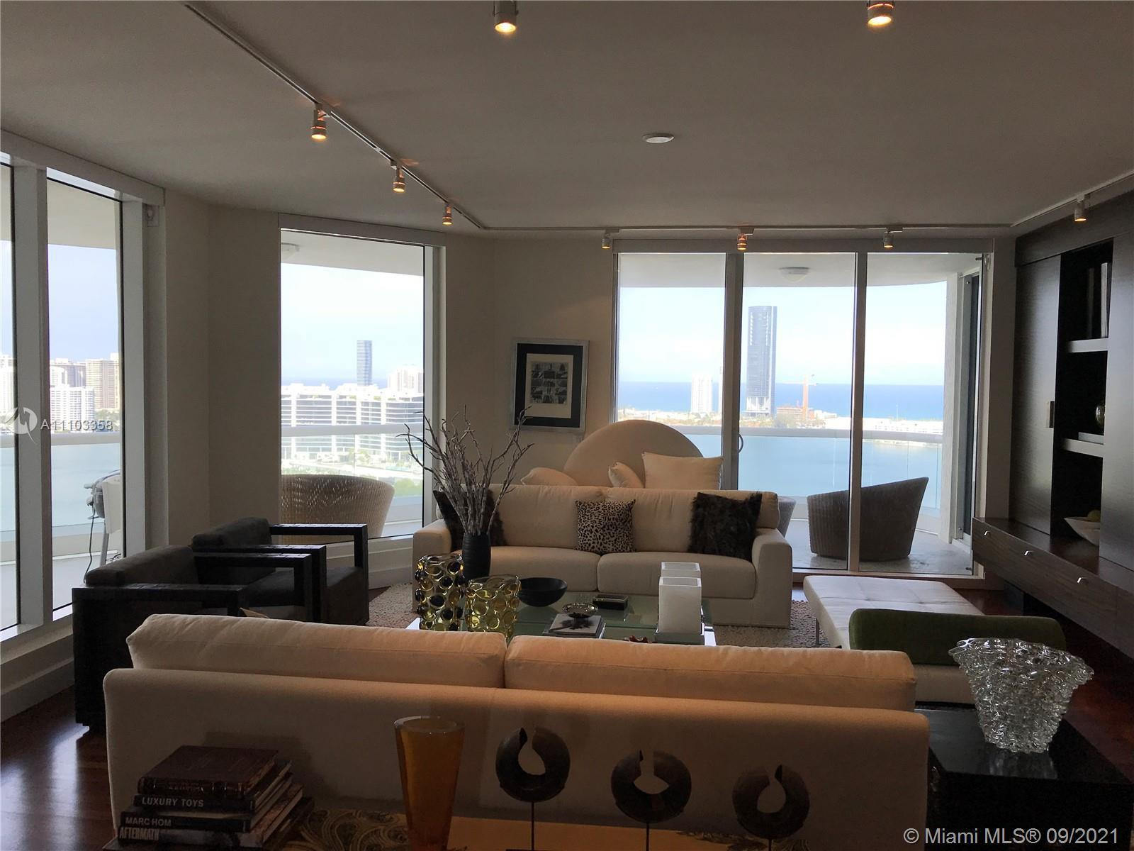 Corner apartment with 4 bedrooms 5 1/2 baths, spacious living at its finest.  All amenities for Will
