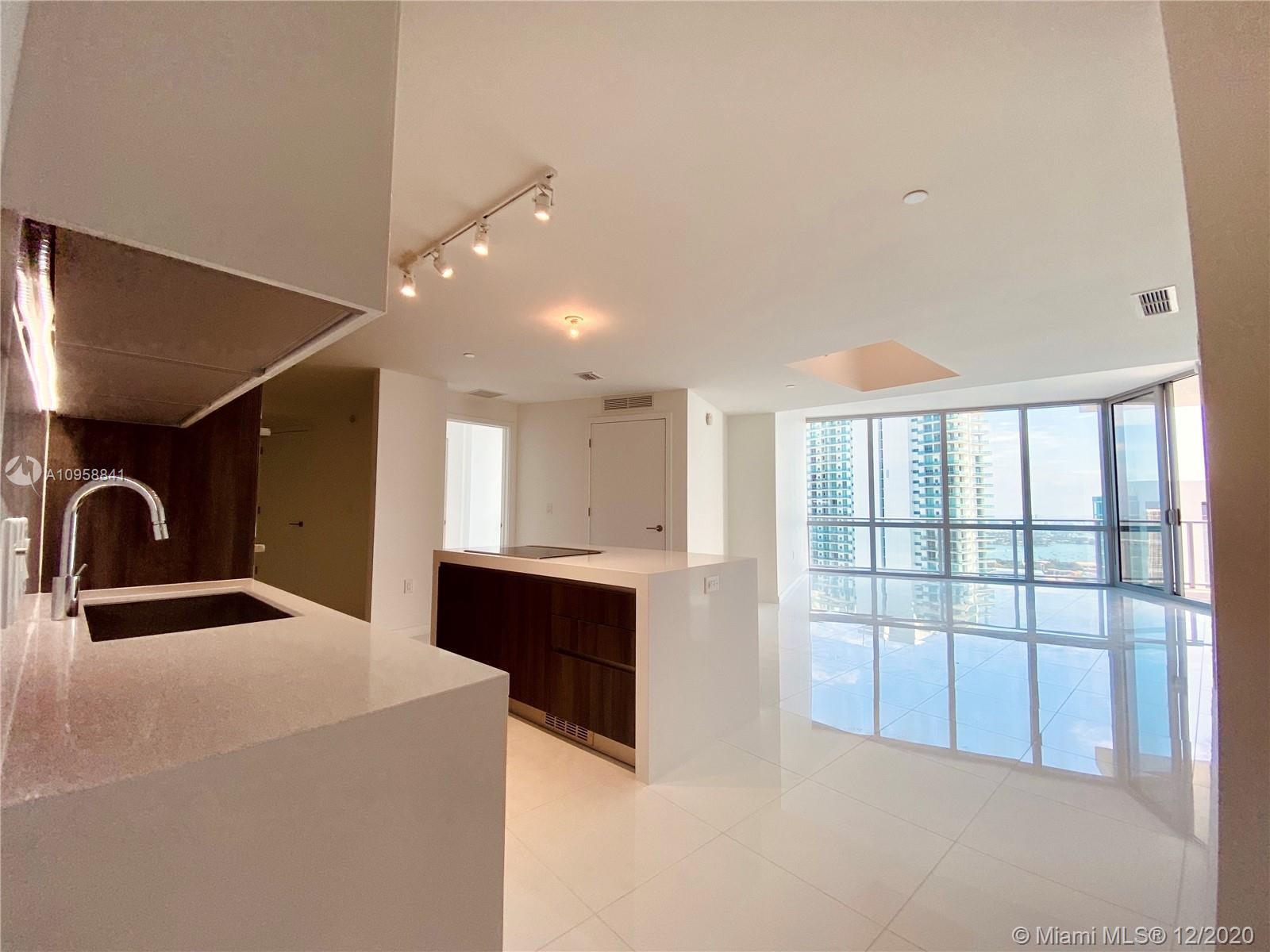 The Highest Floor available for 2 bed+ DEN /3 Bath in the most desirable building downtown; The Para