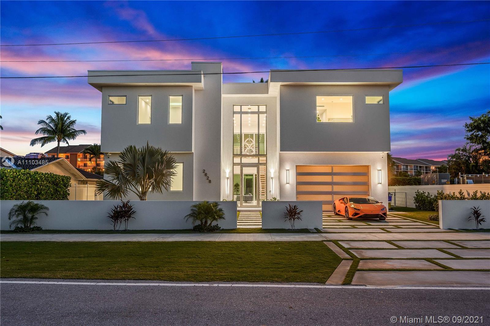 New Construction Modern Estate in the Heart of Jupiter Beach. Walking distance to the scenic Jupiter