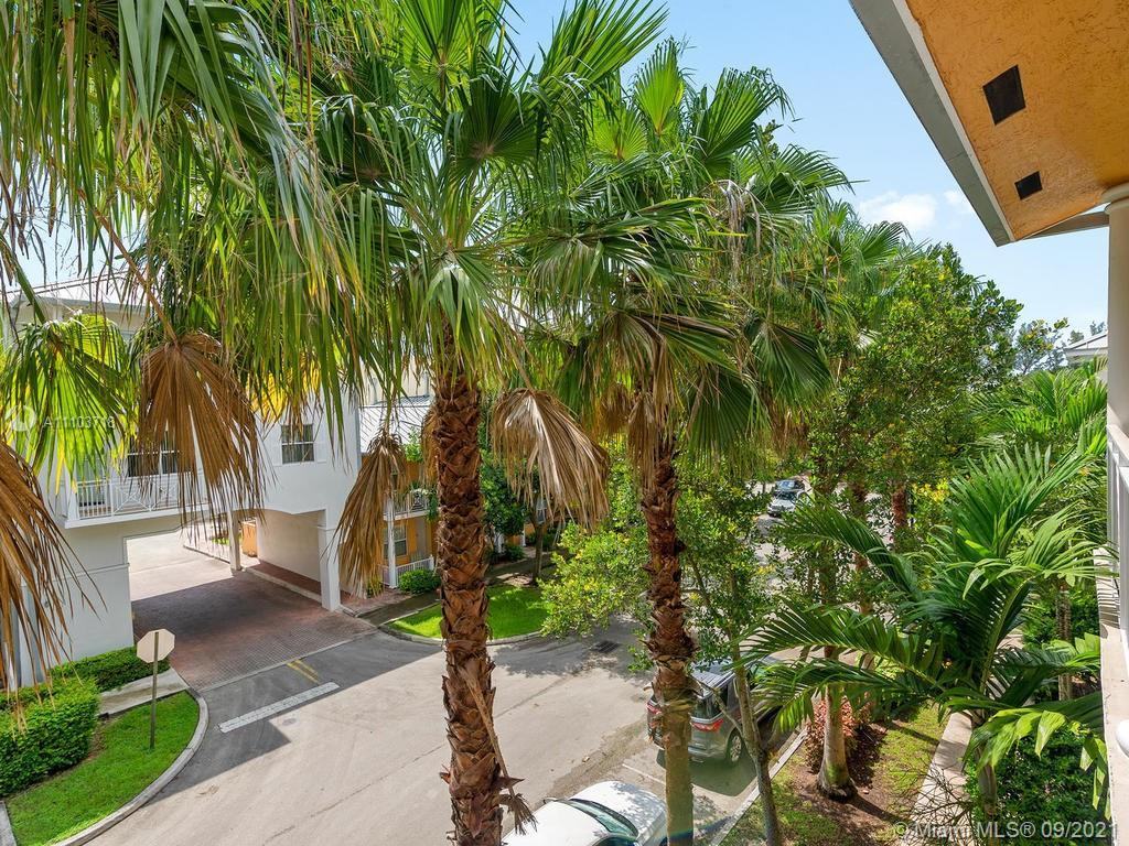 """BEAUTIFUL, MODERN 2 STORY """"KEY WEST: TOWNHOME ON QUIET TREE-LINED ST. WOOD FLOORS, SPACIOUS & BRIGHT"""