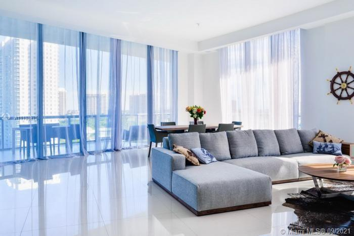 Unique Penthouse apartment with 2 bedrooms and 2,5 bathrooms in a luxury building of Echo Aventura.
