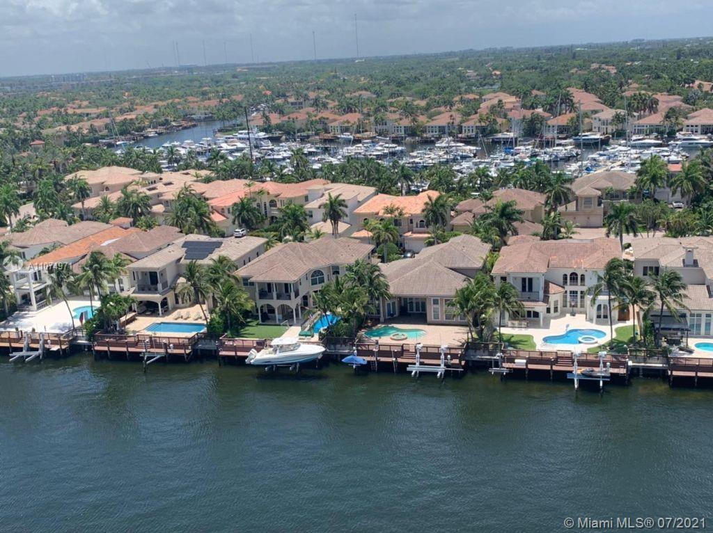 Breathtakingly beautiful views from this 1BR/1.5BA condo on the Intracoastal in Hollywood. Across th