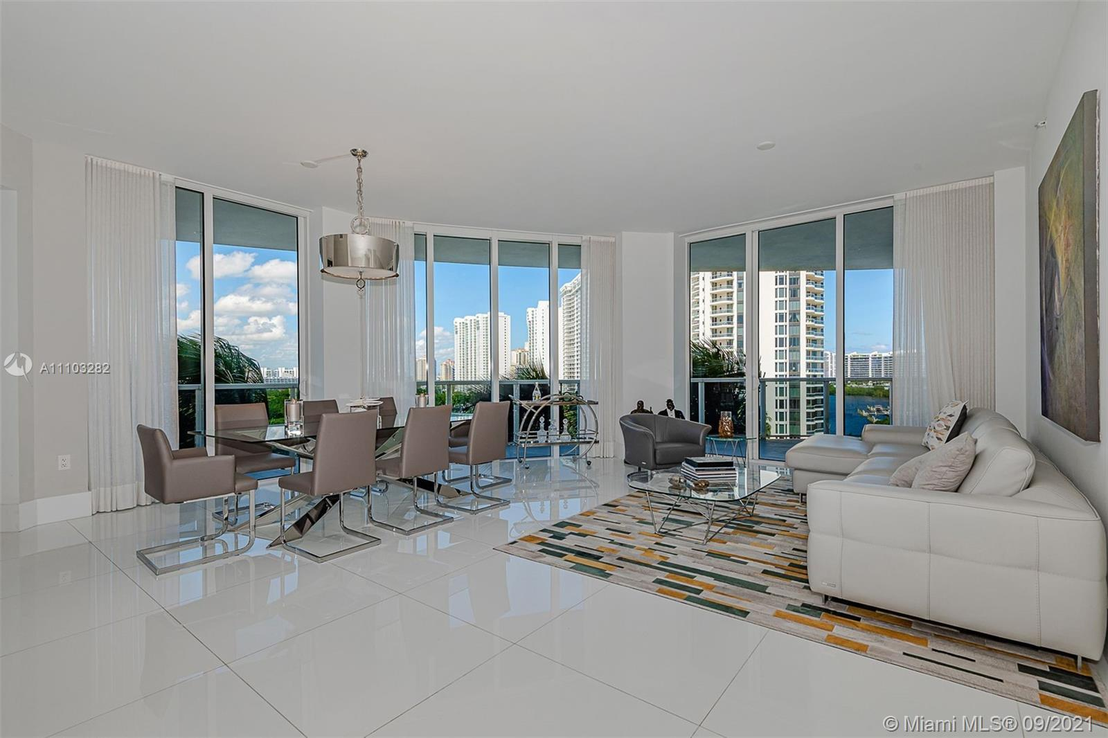 SPECTACULAR RESIDENCE WITH AMAZING VIEWS OF OCEAN, CITY AND INTRACOASTAL. SPACIOUS 3 BED & 3.5 BATHS