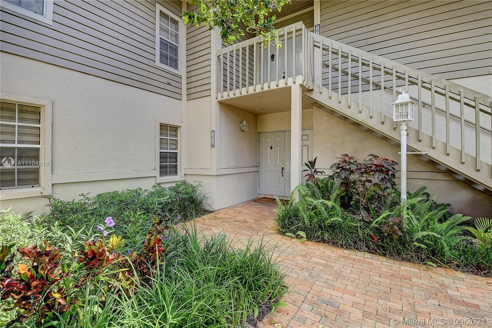 Lovely 2 bedroom/2 bath Cayman model on the first floor in Southwinds at Boca Pointe.  Panoramic gol