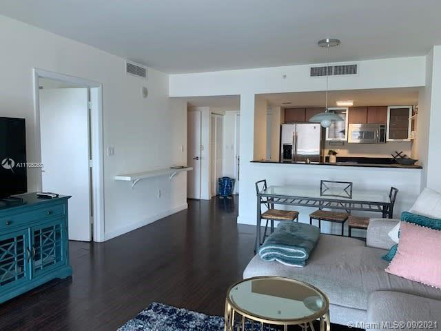 1800 Club boasts stunning amenities all bundled in one maintenance fee. Located across from Margaret