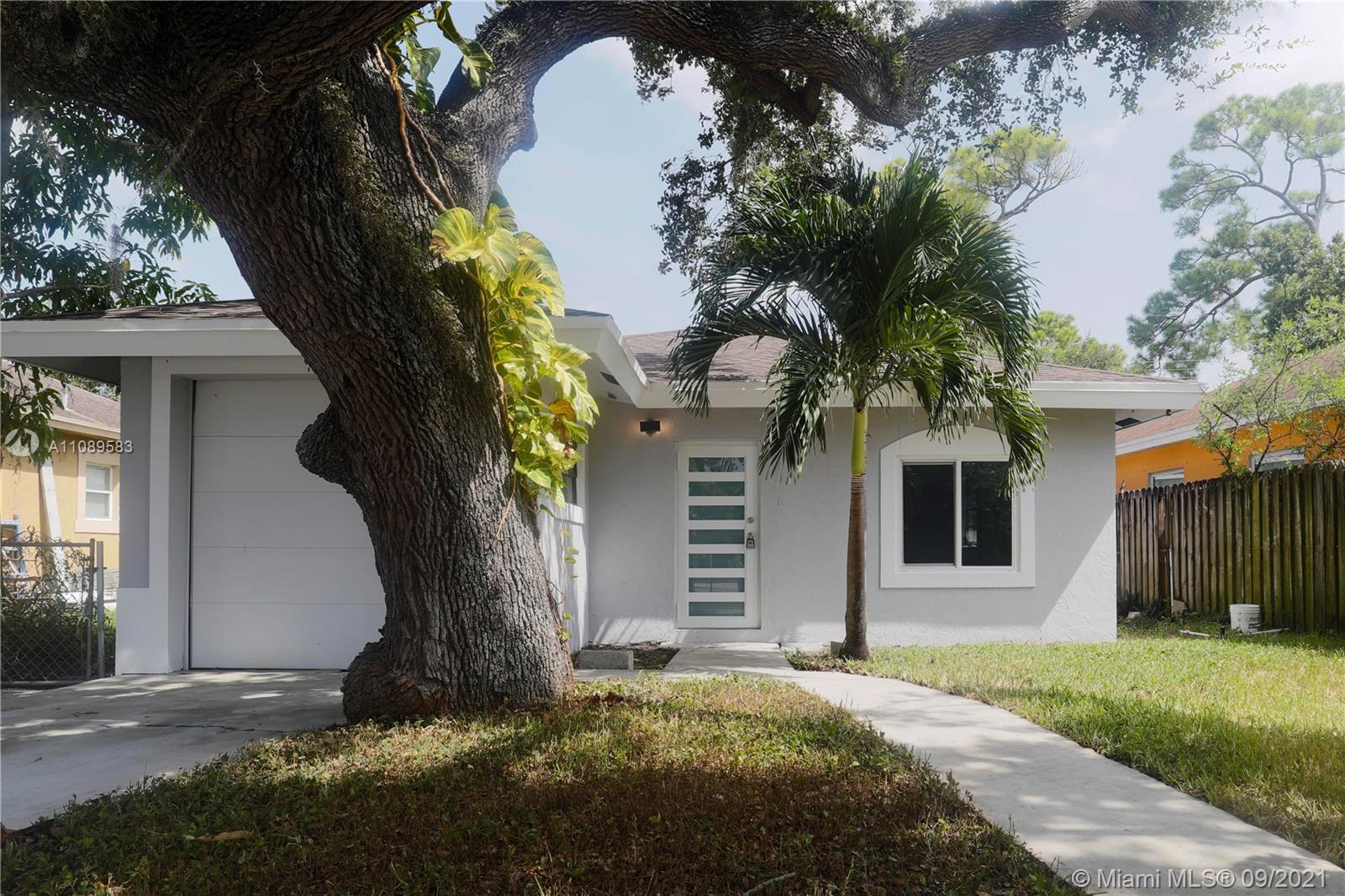 Don't miss out on this lovely fully renovated 4 bedroom 2 bath home in the Washington Park area of F