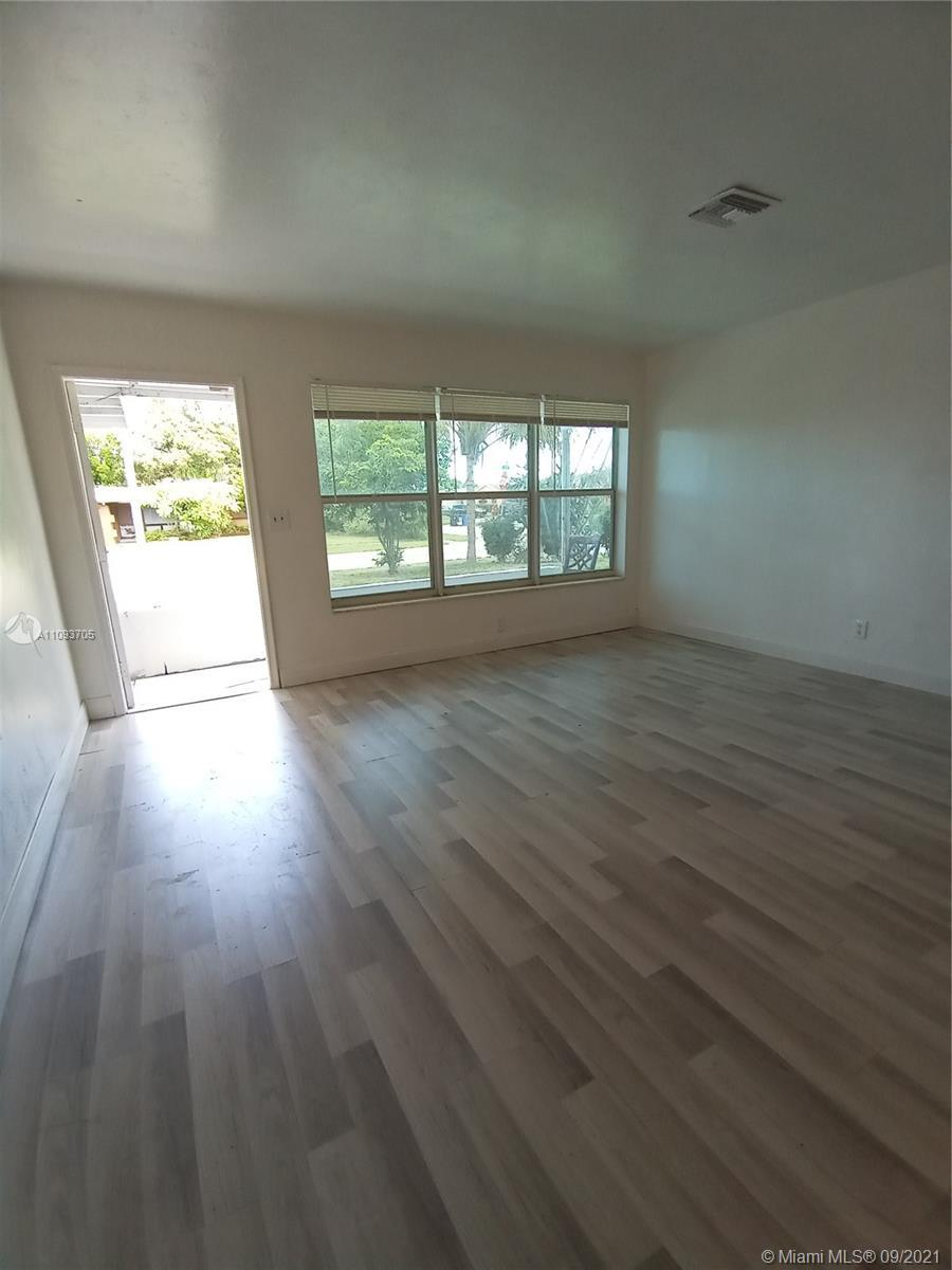 BEAUTIFUL 3 BEDROOM 2 BATH HOME.  CLOSE TO DOWNTOWN, EASY ACCESS TO ALL MAJOR HIGHWAYS.  HOME FEATUR