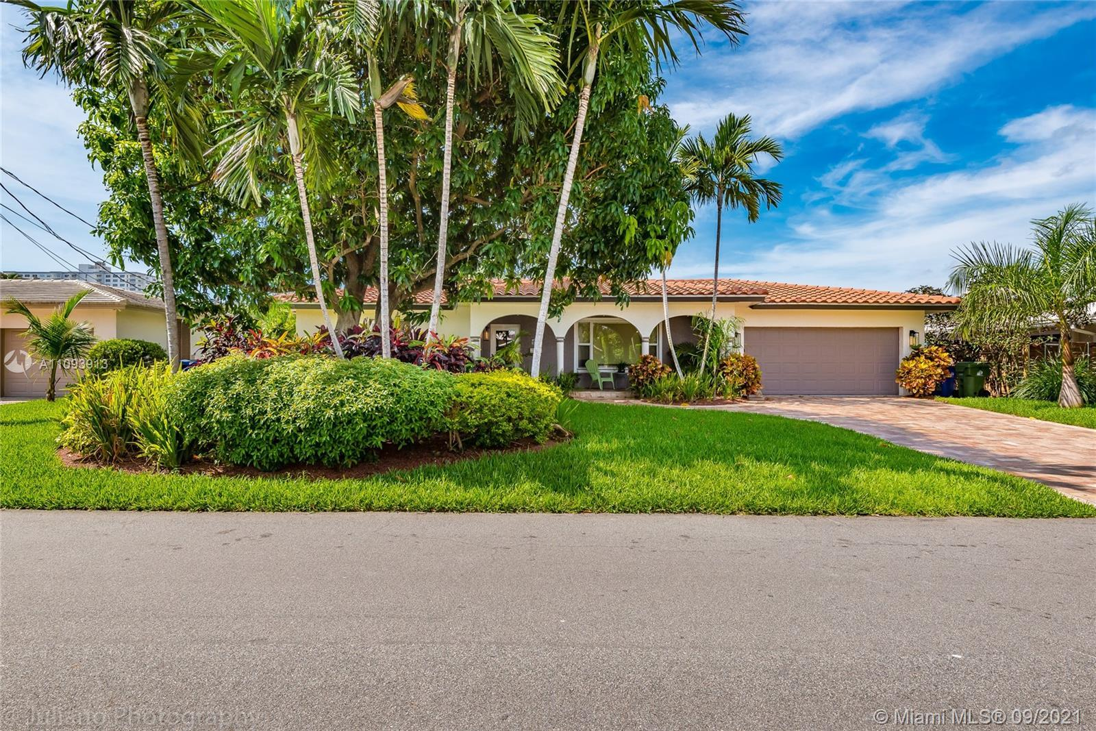 Welcome to the prestigious community of Bermuda Rivera. Home has an open floor plan with 3 bedrooms,