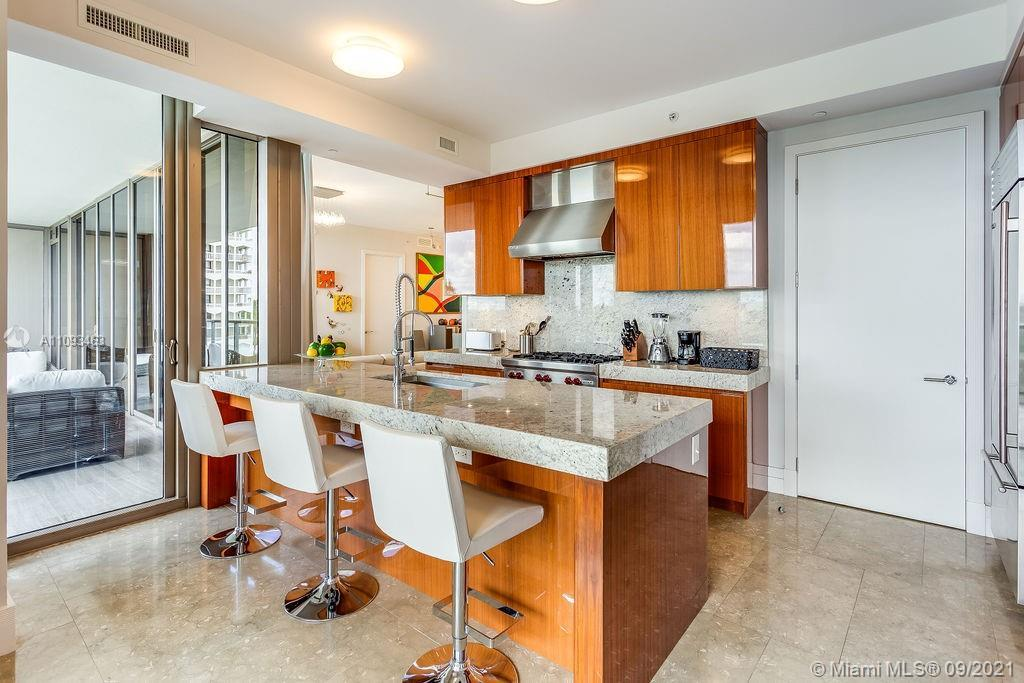 Make this fabulous Unit your home at the renowned 5 star St Regis. Enter this 3/3.5 flow thru unit v