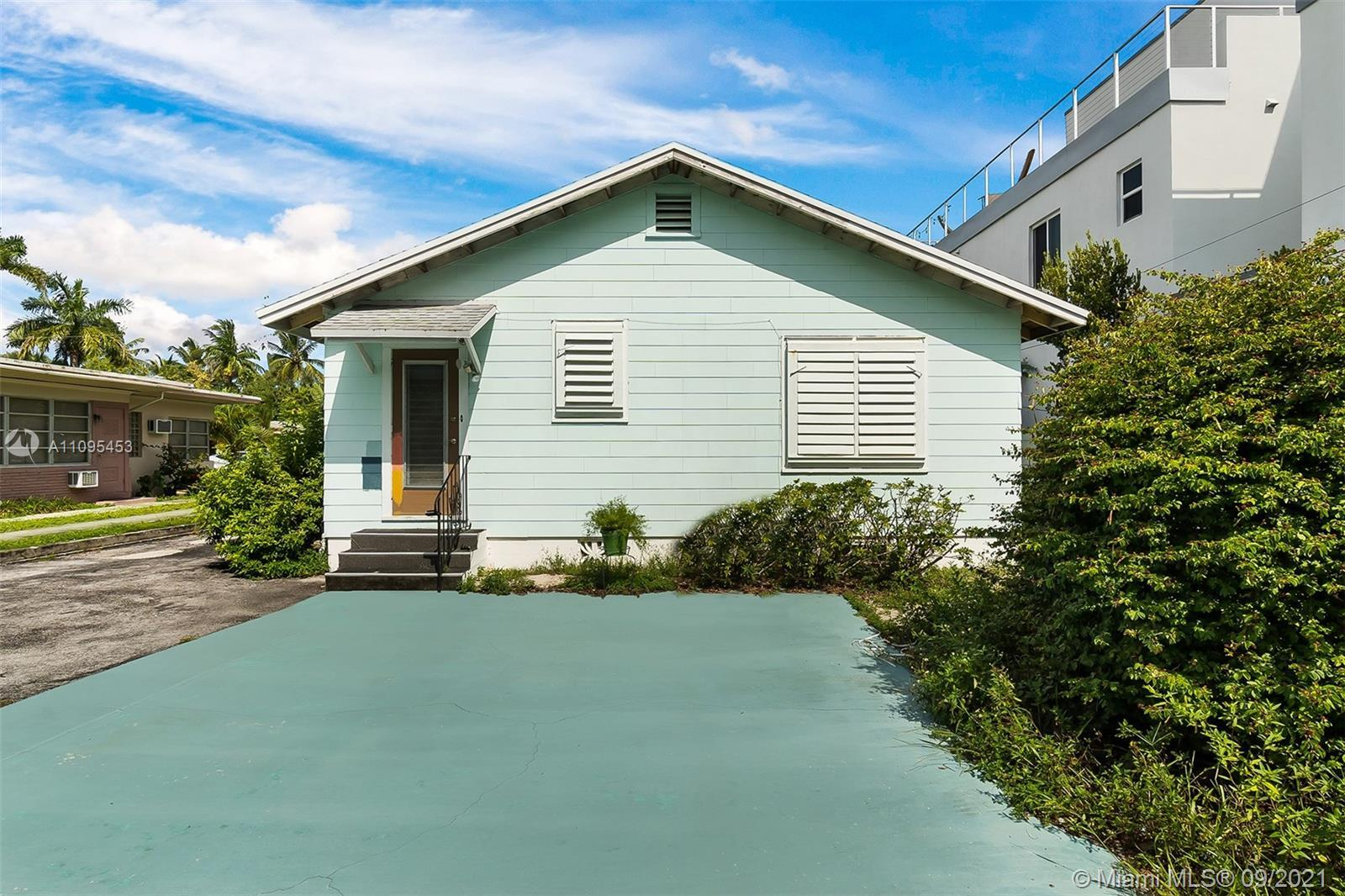 Make all your dreams come true in this charming Victoria Park home! Renovate or restore the 2/1 fron