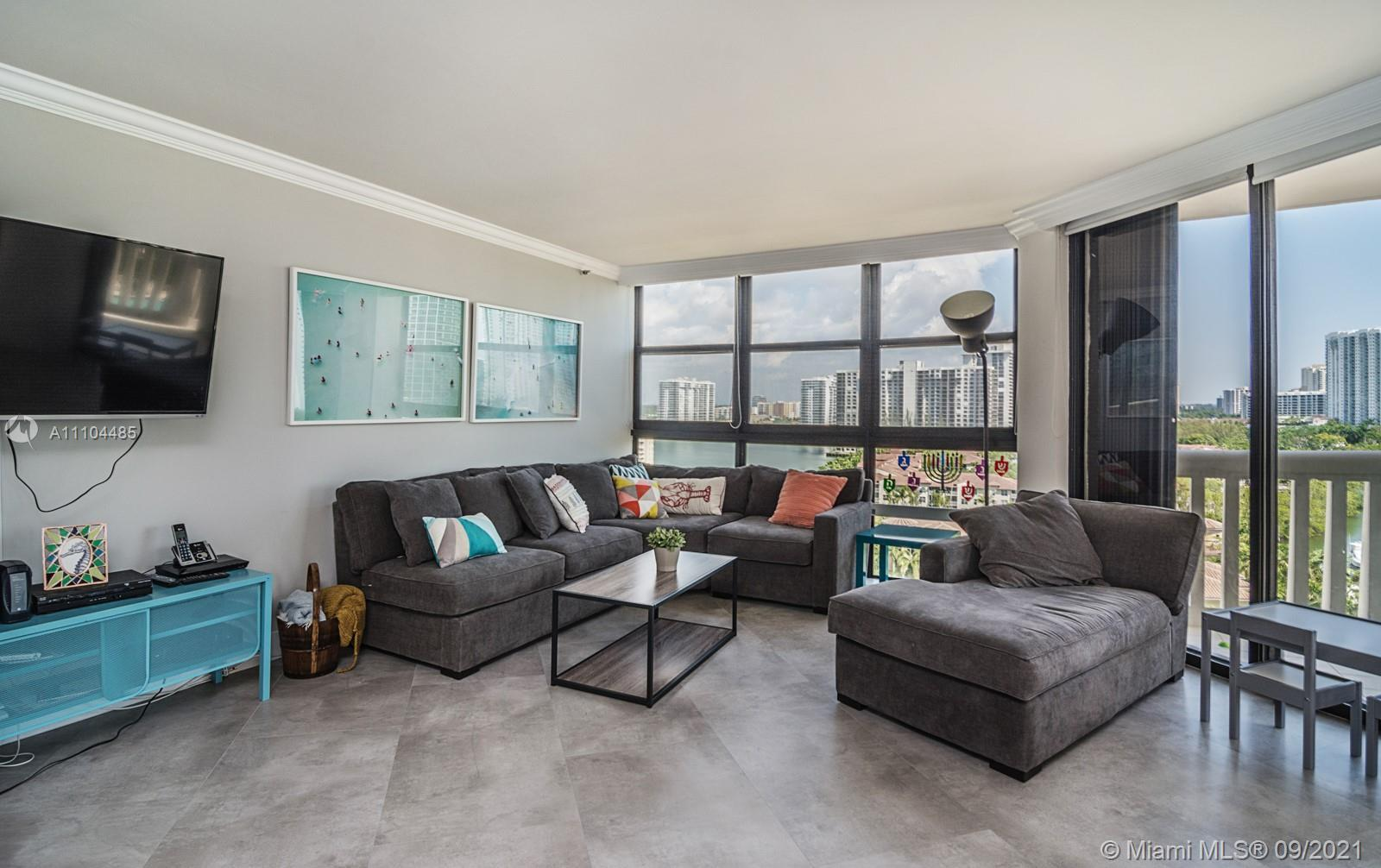 BEAUTIFULLY RENOVATED & SPACIOUS 3 BEDRM, 2.5 BATH CORNER UNIT WITH OPEN KITCHEN.  CONTEMPORARY STYL
