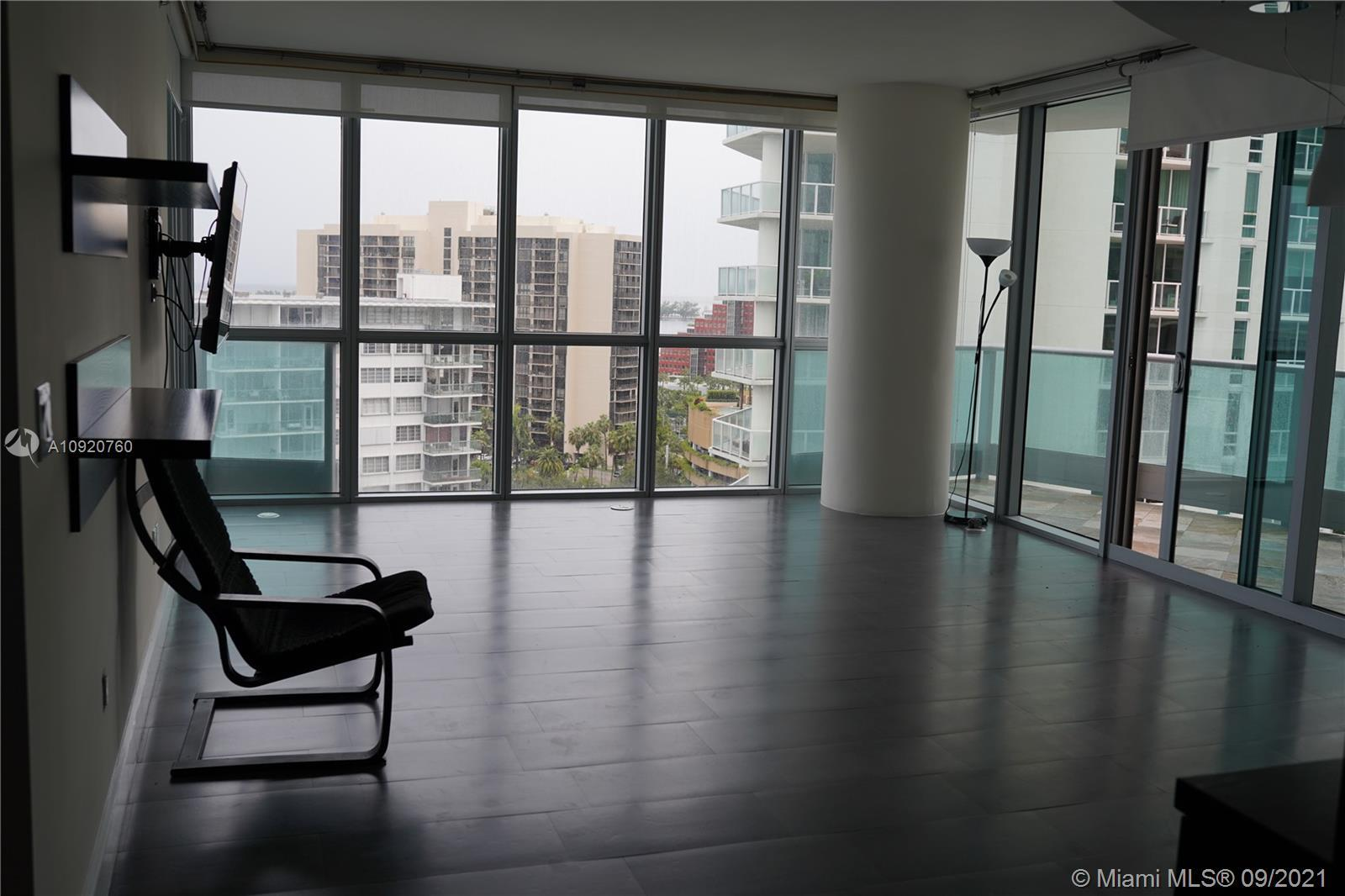 Right in the heart of downtown Miami this move-in ready with panoramic views, over Biscayne Bay, Key