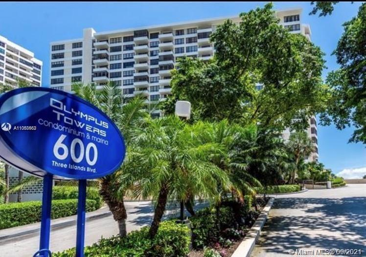 Spacious, waterfront unit 2 bedroom 2 bath in the heart of Three Islands. Large Granite Counter top
