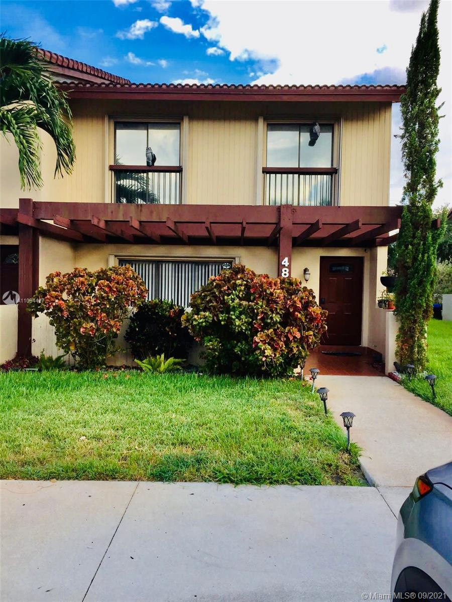 SPECIOUS 4 BEDROOMS 2.5 BATHROOMS TOWNHOUSE IN THE DESIRABLE CITY OF HOLLYWOOD. HURRICANE IMPACT WI