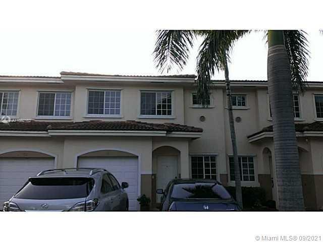 Beautiful 3 bedroom 2 1/2 bath+( Bonus) Den in Spacious Townhome in a Gated Community. Built in 2005