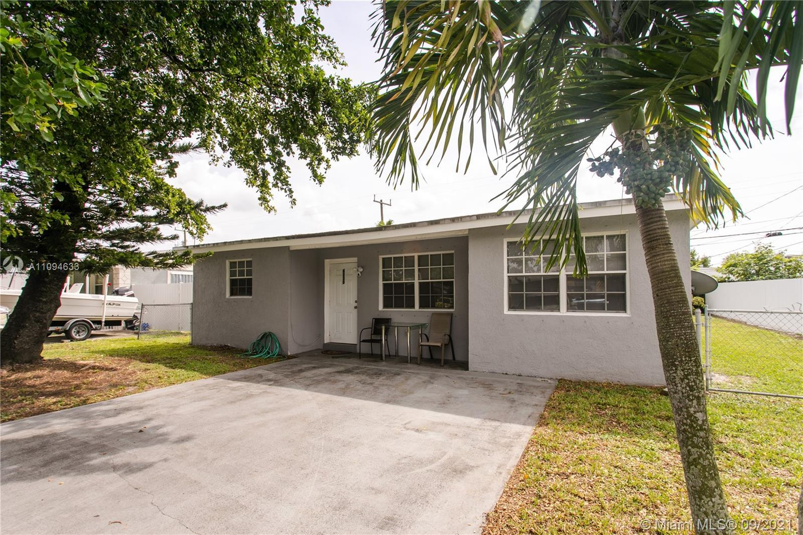 This is a 2/1+ Den house with kitchen; stainless appliances such as refrigerator, stove, microwave,