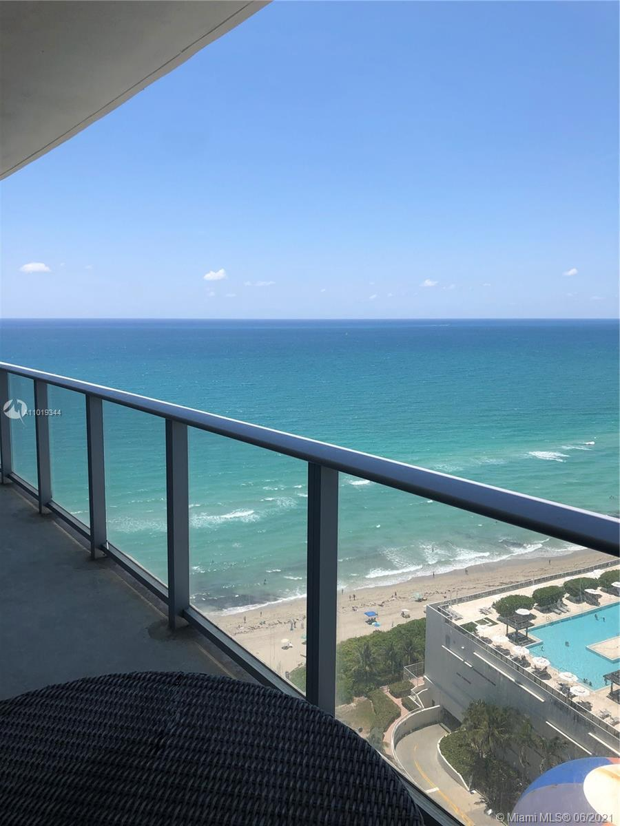GORGEOUS 1 BEDROOM UNIT ON A HIGH FLOOR WITH BREATHTAKING VIEWS OF THE OCEAN, POOL AND INTRACOASTAL.