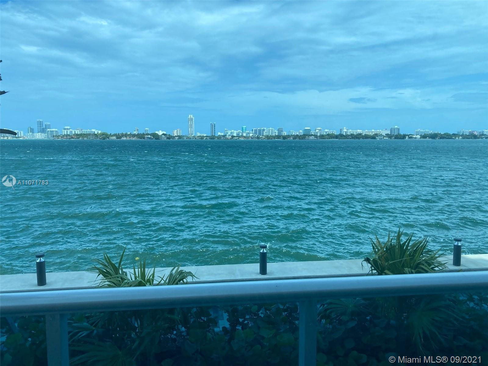 Utterly phenomenal views from this waterfront 3/2 condo with bright natural sunlight throughout.  hu