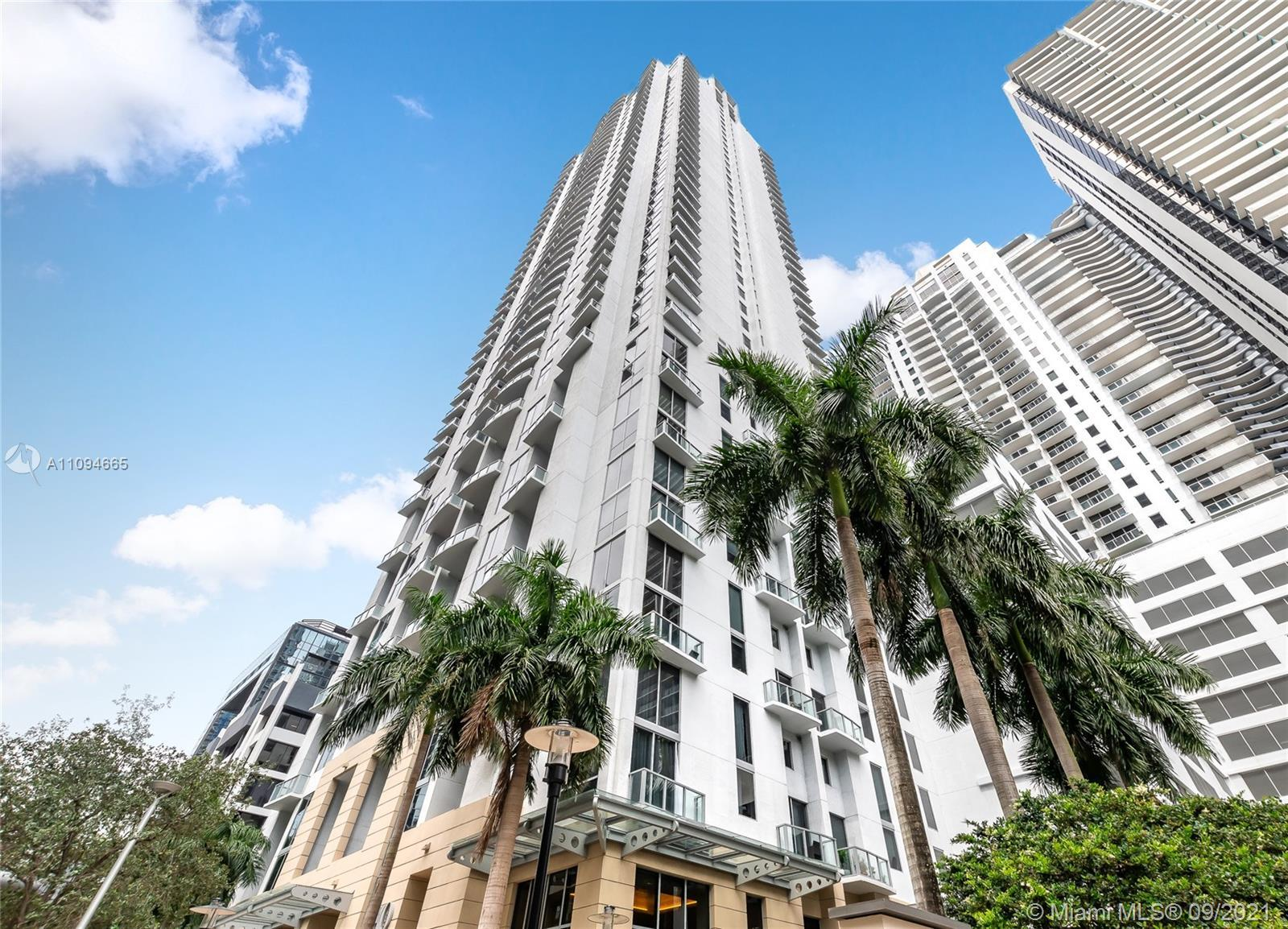Great unit at 1050 Brickell located in the heart of Brickell. 1 Bedroom/2 full Bathrooms plus a nice