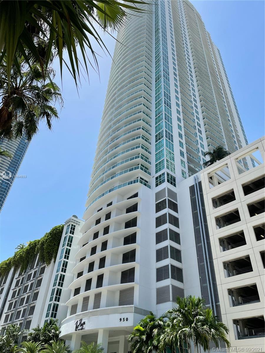 Beautiful corner unit in one of the nicest building in the Brickell Area centrally located. Spacious