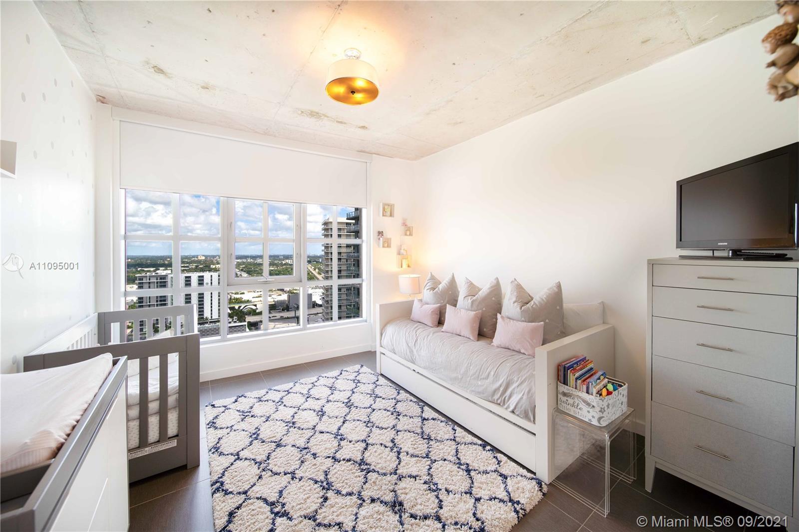 Beautiful City Views Modern minimalistic building beautiful Condo. Floor to Ceiling windows with Bla