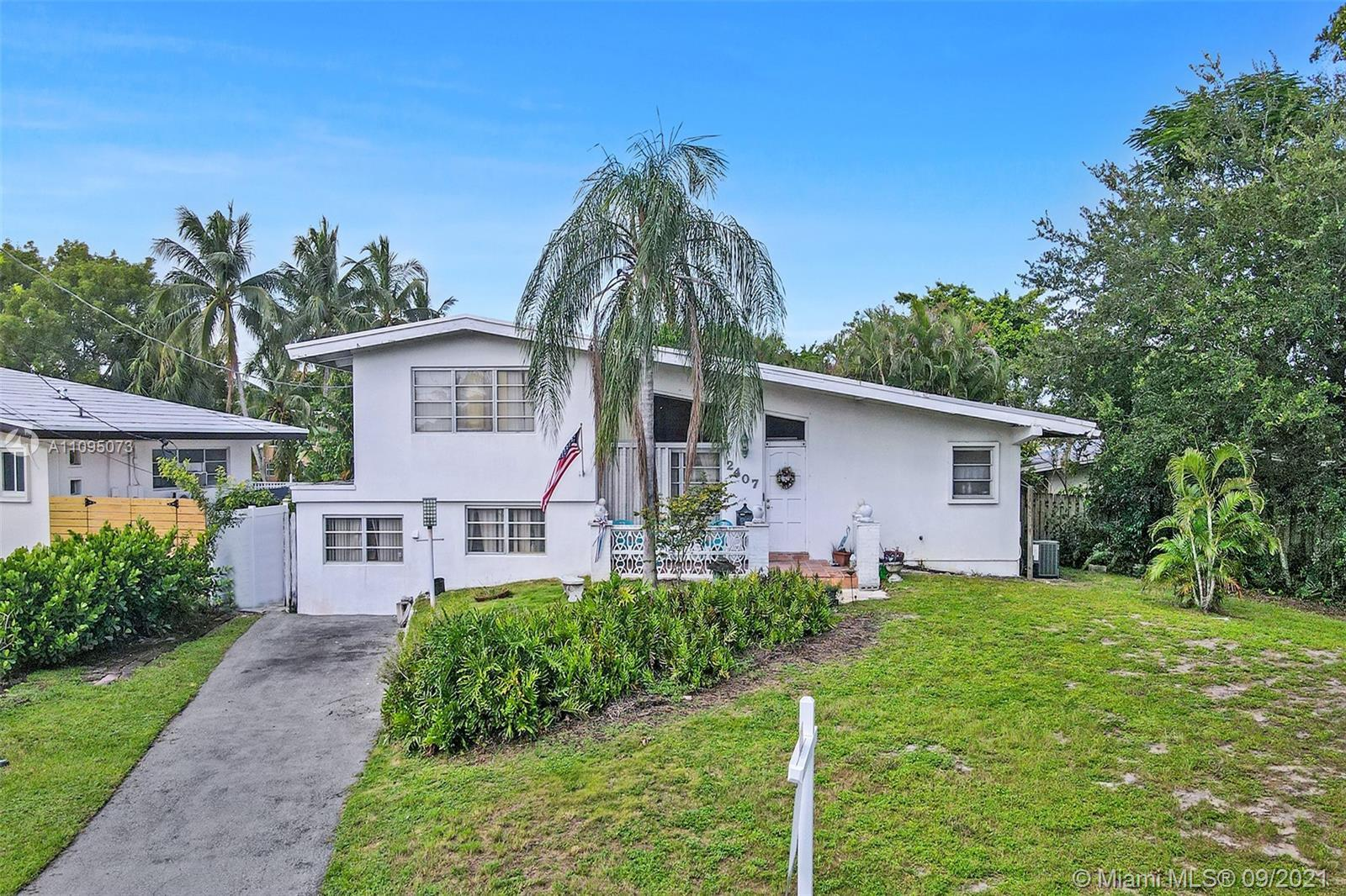 ATTENTION INVESTORS - ESTATE SALE! Large pie lot on canal with ocean access and no fixed bridges. Th