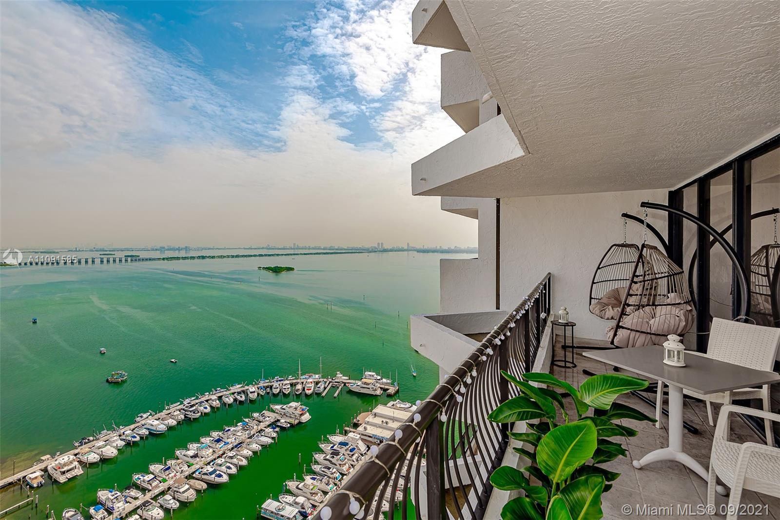 Beautiful 1 bed/1.5 bath residence at the Venetia Condo. Located in Miami's amazing neighborhood: T