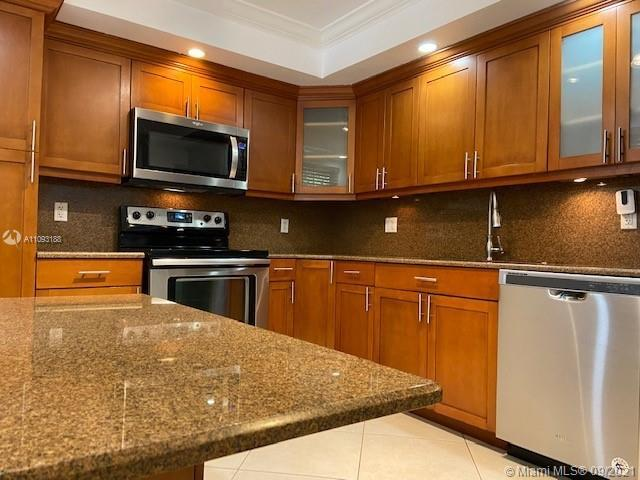 Beautiful garden unit 3 bedrooms & 2 bath; stain steel appliances, Assoc fee includes high speed int