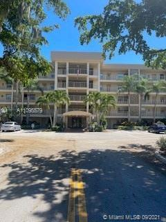 Very good and well condition condo located in Ground floor,Laminated floors,upgrade Bathrooms   in