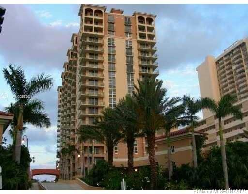 Terrific opportunity to own in highly sought after building on the ocean. Short term rentals permitt