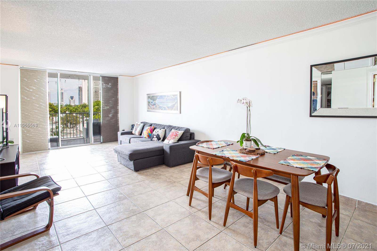 Spacious 2 bed, 2 bath in Admirals Port East. Amazing location in the heart of Aventura, right near