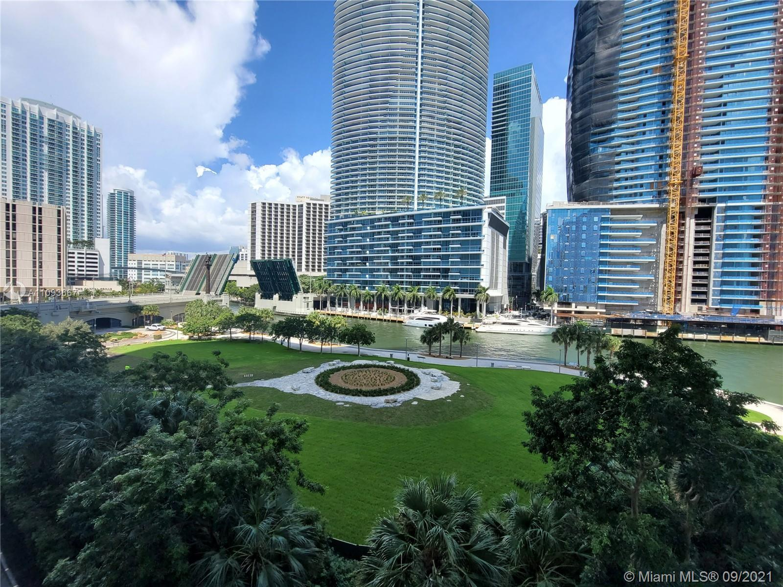 Miami Riches presents spacious 1bed/1bath condo in the most desirable building in Brickell, full ser