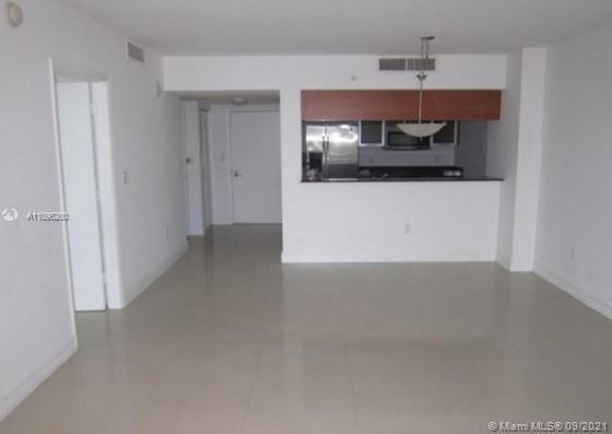 Great building with all amenities. Spacious 1 Bedroom/ 1 Bathroom unit with ceramic floor. Granite c