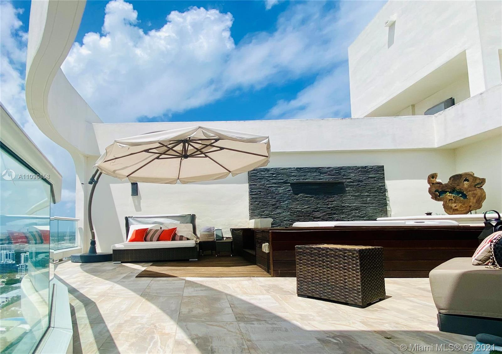 GORGEOUS 2 STORY PENTHOUSE WITH BREATHTAKING VIEWS, LARGE TERRACE W PRIVATE JACUZZI, BEAUTIFULLY UPG
