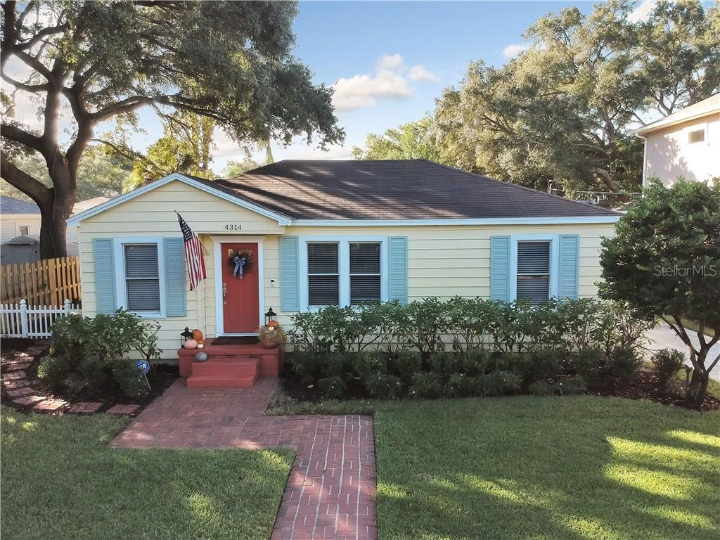 This stunning renovated 1945 home is located in the heart of South Tampa! This open home features be
