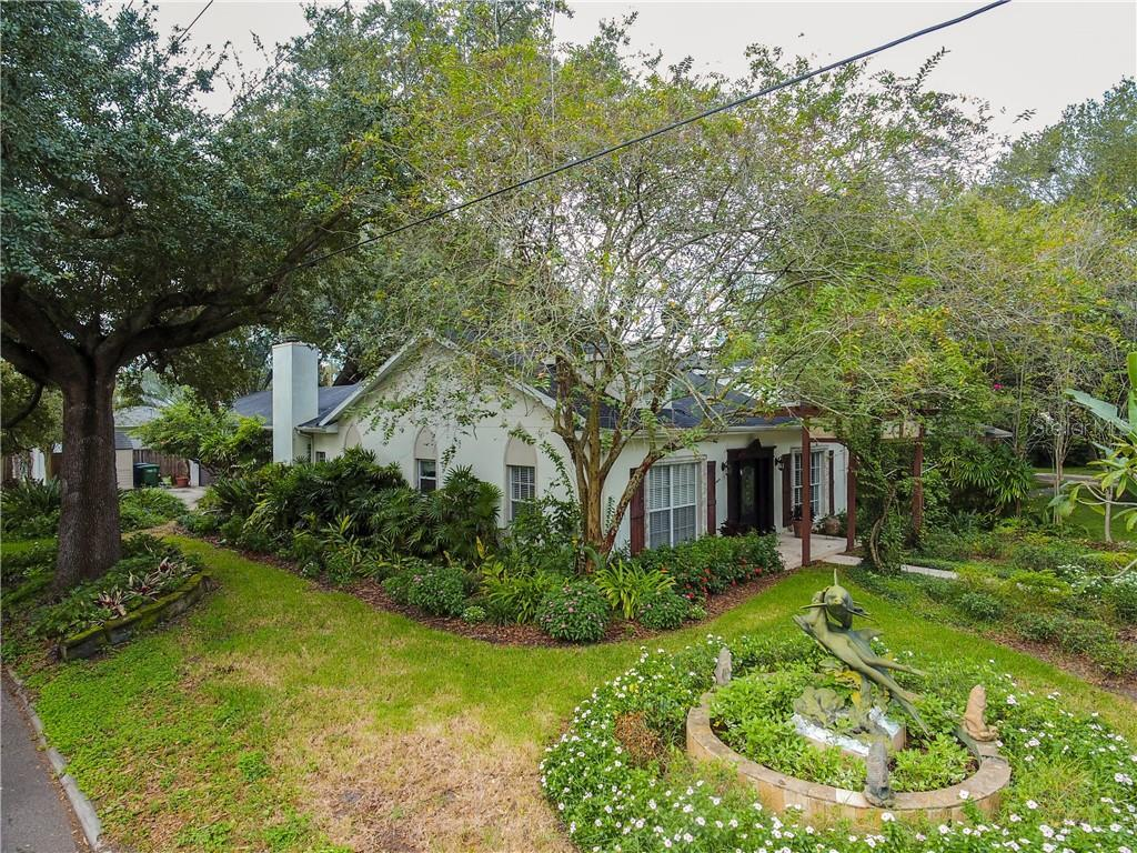 Stunning South Tampa home on a corner lot! Get ready to feel like you've been transported to the Fre