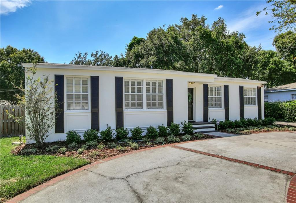 """LOCATION! CHARMING HOME IN THE HEART OF SOUTH TAMPA.   """"ESTATE SALE"""" HOME HAS BEEN WELL TAKEN CARE O"""
