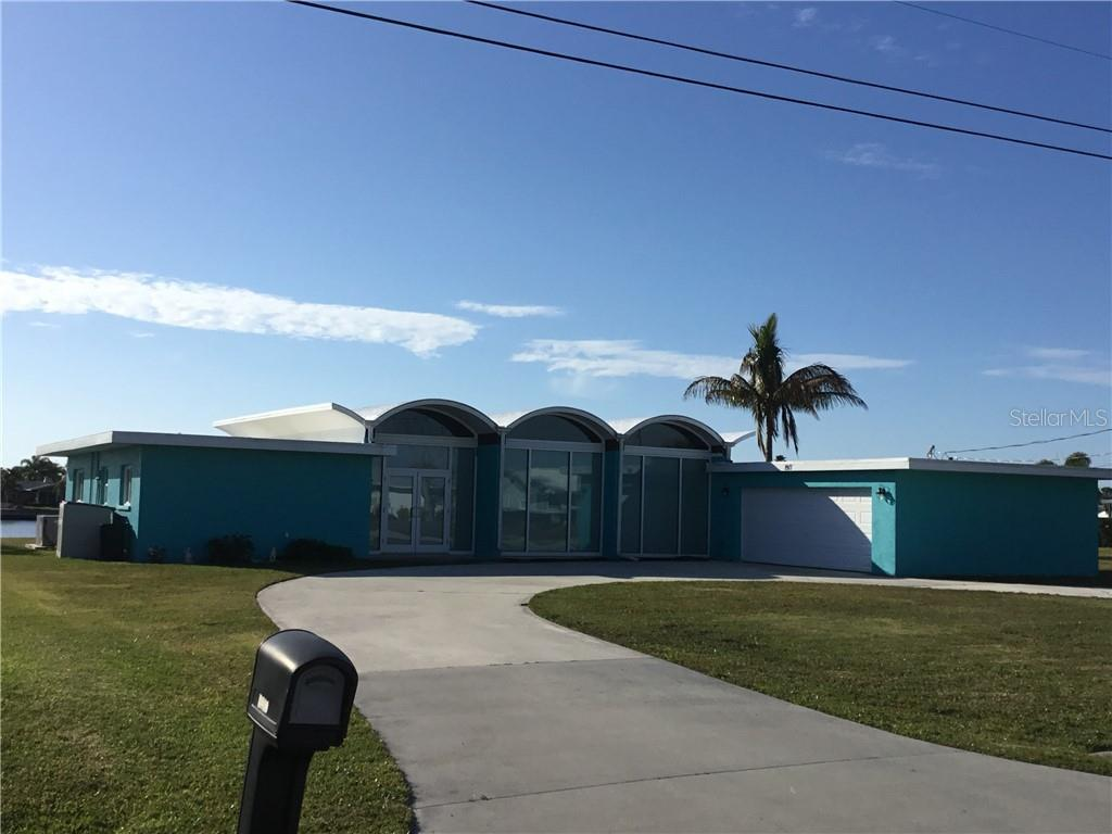 Sprawling, remodeled, contemporary home on Huge lot-Direct deep Waterfront w/ grandfathered in boath