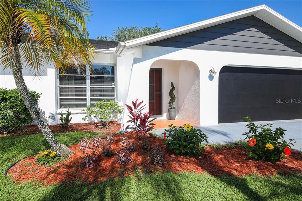 Charming home in the area close to beach shopping, restaurants, hospitals & more Features a nice and
