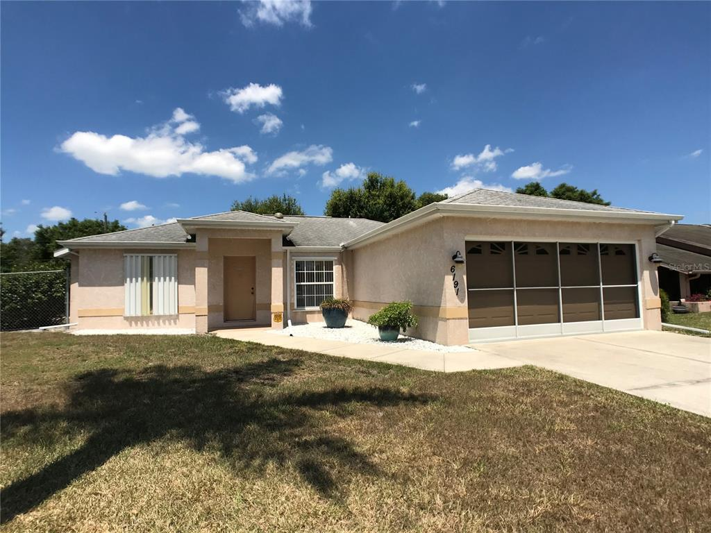 ATTENTION SMALL BUISINESS OWNERS This would be the perfect home for you! This property includes an e