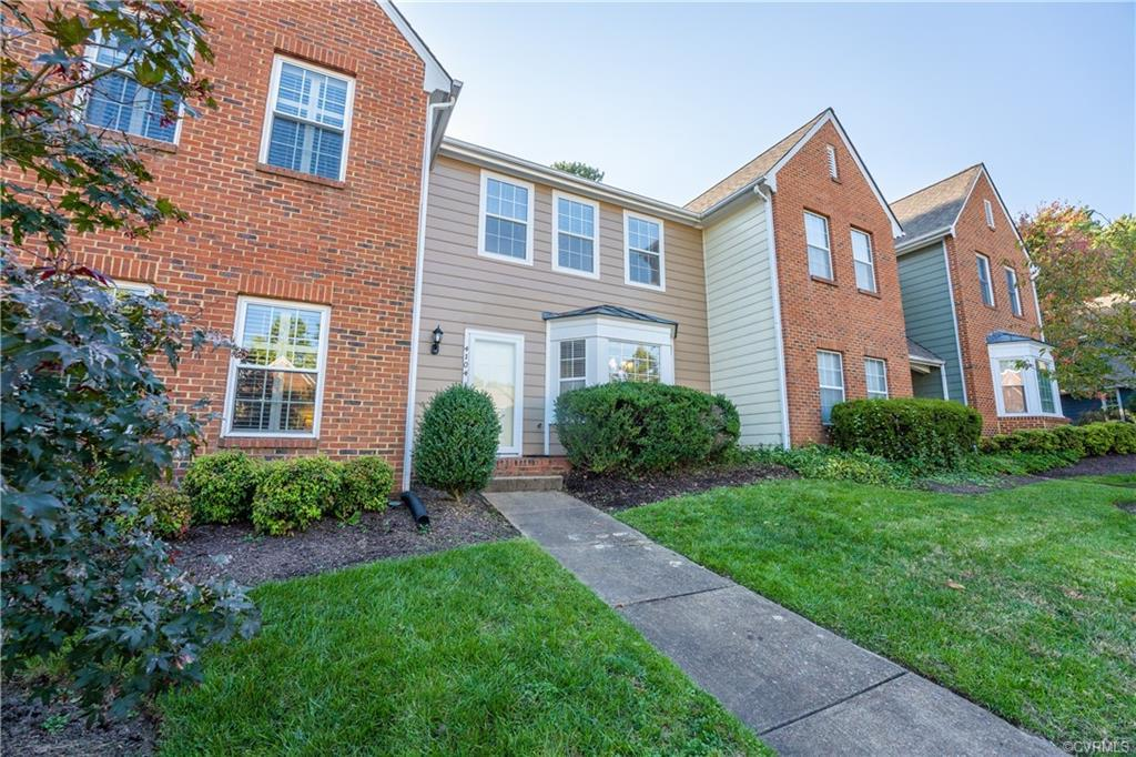 Fantastic opportunity to own a townhouse in Lexington Village. Located a block away from restaurants