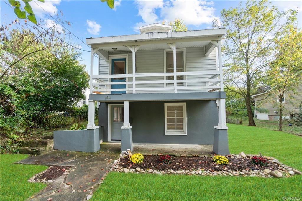 Check out this unique single family home in Fulton! 1811 Carlisle Ave. is a 3-bedroom, 2-bathroom ho