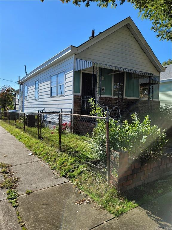 Just minutes from downtown Richmond. Home is situated on a corner lot and offers 2 bedrooms with 2 f