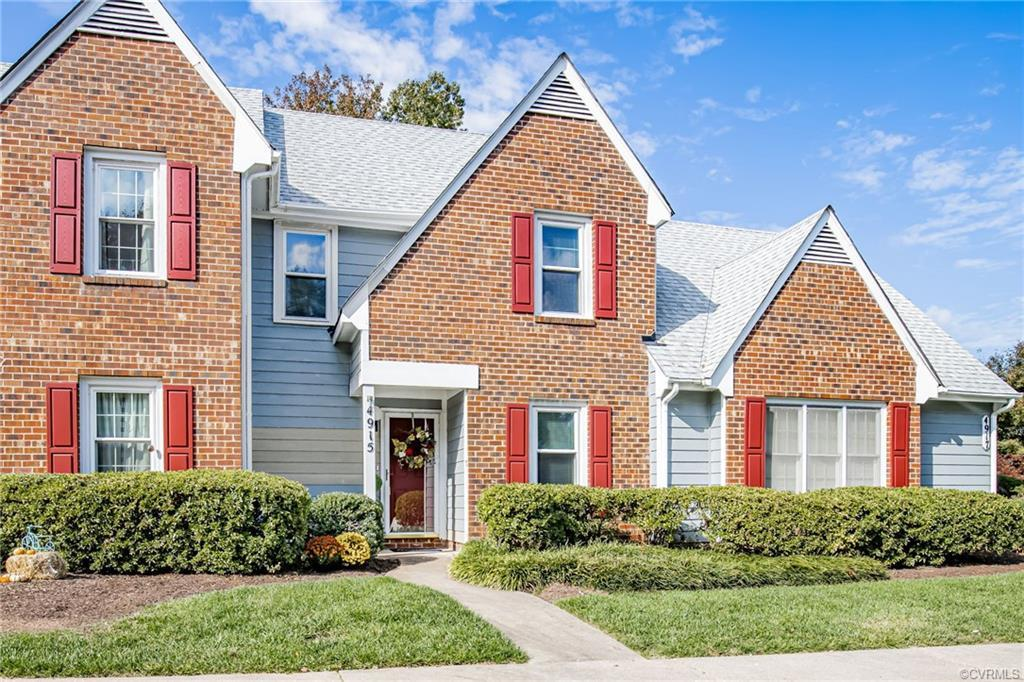Beautiful townhome in Henrico with 1200 sq ft, 3 bedrooms, 1.5 baths. Lots of natural light througho