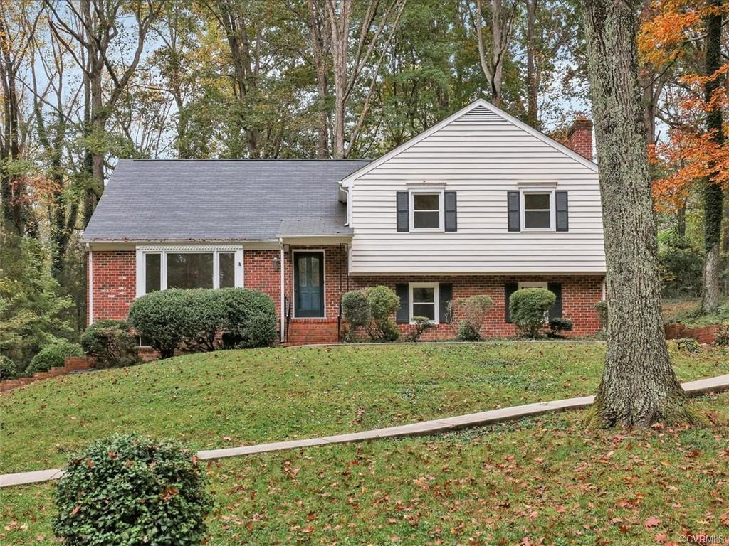 Well maintained and renovated home in Hobby Hill Farms.  5 Bedrooms and 3 Full Baths with hardwood f