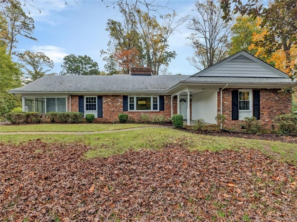 Wonderful Brick Home located in Highly Desirable Neighborhood Oxford*This Home is situated on a .40