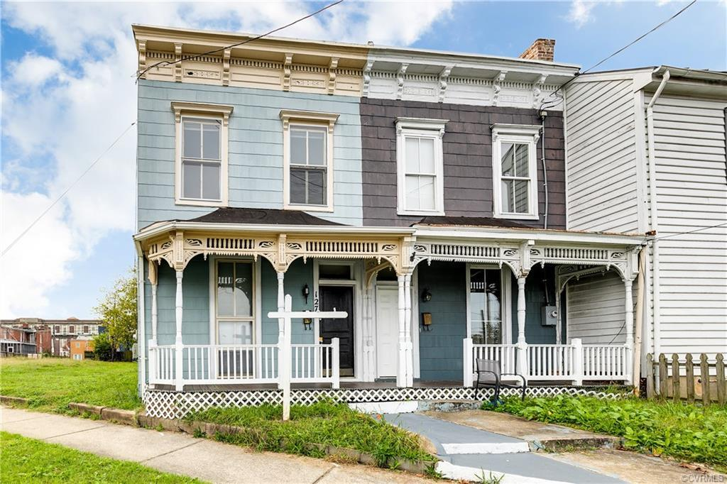 Welcome to 127 W Jackson Street - a historic row house in Richmond's Jackson Ward. Upon entry 10' ce