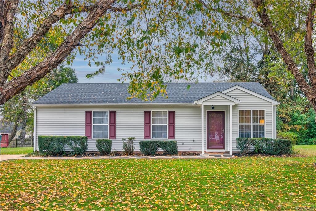 Wonderful Ranch home located on a quiet, shady, cul-de-sac street in Henrico!  This one is ready for