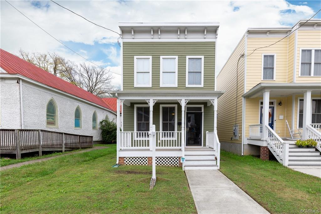 Your opportunity to own an affordable home in the Charming, Historic Fairmount Park area!  You'll en